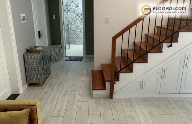 Phong cách hiện đại thường dùng các tông màu gỗ sáng