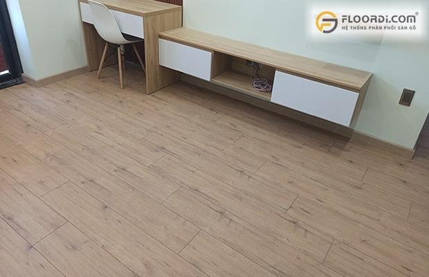 Phong cách Tây Âu lại thích sự trầm ấm của màu sàn gỗ trung tính
