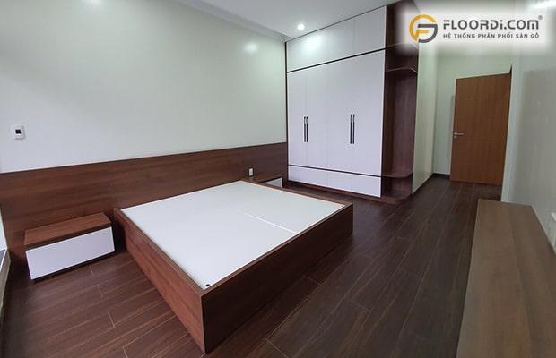 Phối màu sàn gỗ và đồ nội thất với nhiều tông màu