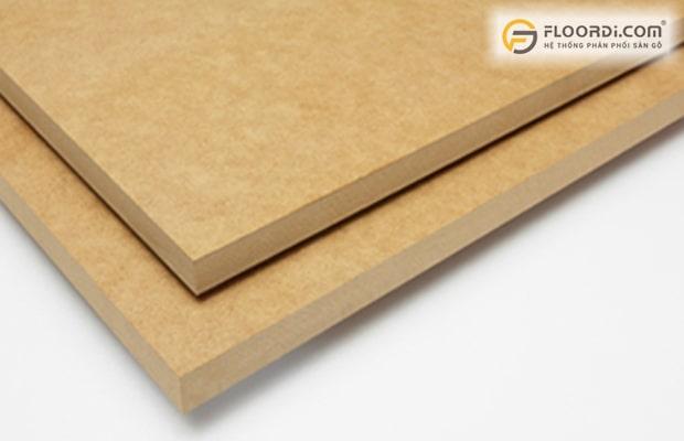 Đây là loại ván ép nguyên bản, giữ màu trắng tự nhiên của gỗ thịt đảm bảo an toàn tuyệt đối
